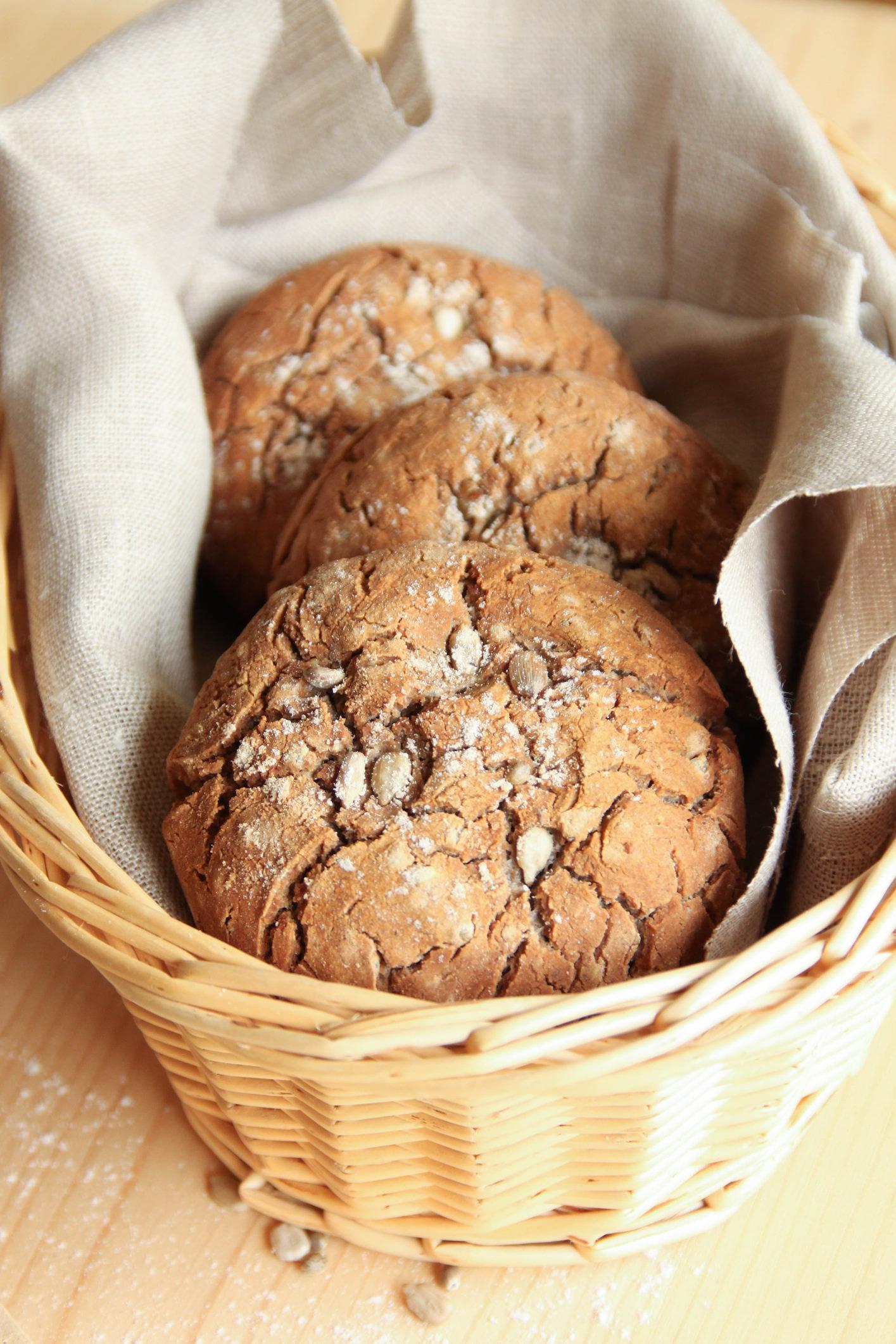 Petits pains sans gluten aux graines de chanvre, de tournesol et de pavot
