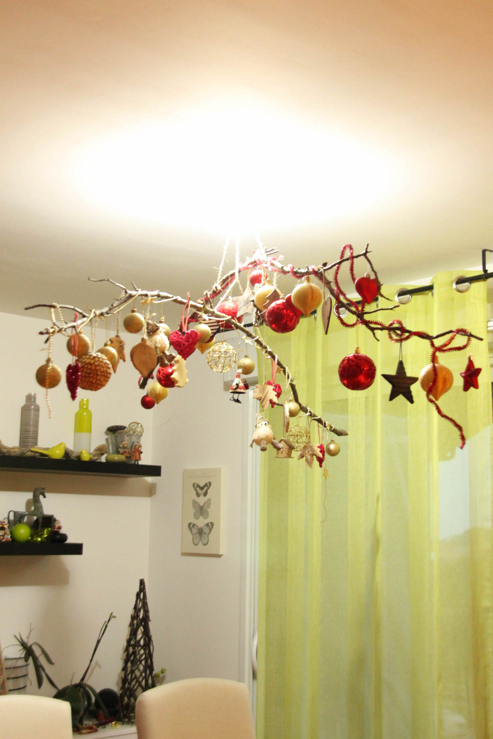 Branches suspendues pour Noël