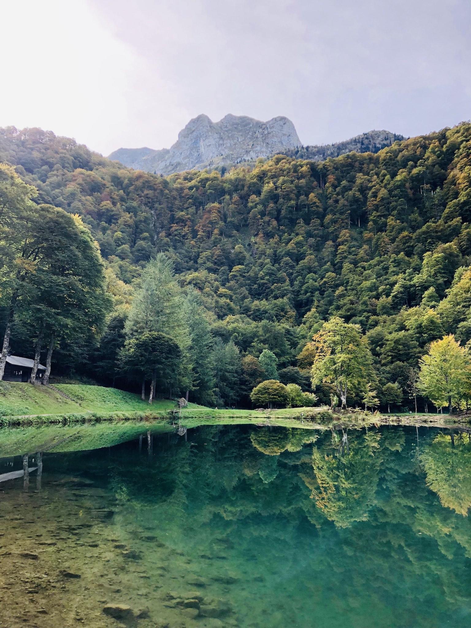 Le lac de Bethmale au parc naturel régional des Pyrénées ariégeoises